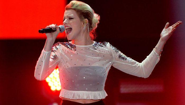 """Sängerin Isabella Levina Lueen überzeugte von den fünf Kandidaten die Jury und das Publikum am meisten. Sie fährt mit dem Song """"Perfect Life"""" nach Kiew. Foto: Sascha Steinbach / dpa"""