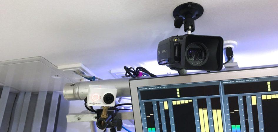 Die Kameras sind überall im Studio verteilt, damit Ihr immer einen guten Einblick bekommt.