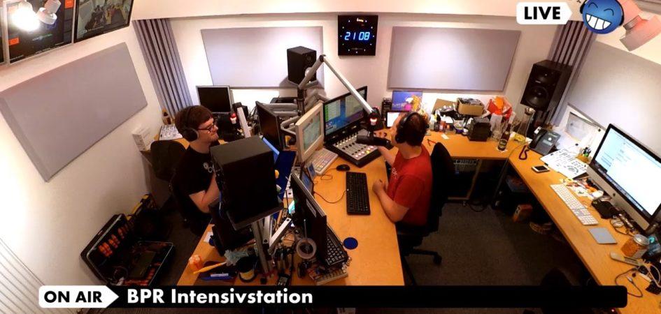 Radio zum zuschauen. Unsere Kameras streamen für Euch alles was im Studio passiert.